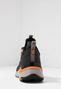 ARKK Copenhagen - STORMRYDR VULKN VIBRAM - Sneakersy niskie - black/orange - 3