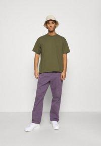 adidas Originals - BASICS UNISEX - Basic T-shirt - olive - 1