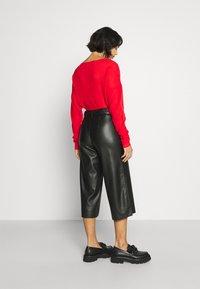 VILA PETITE - VIDOLORES CROPPED WIDE PANTS - Pantalones - black - 2