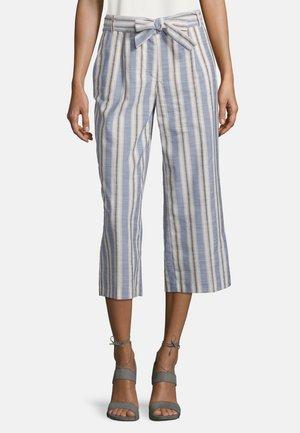 BETTY BARCLAY SOMMERHOSE MIT BUNDFALTEN - Trousers - weiß/blau