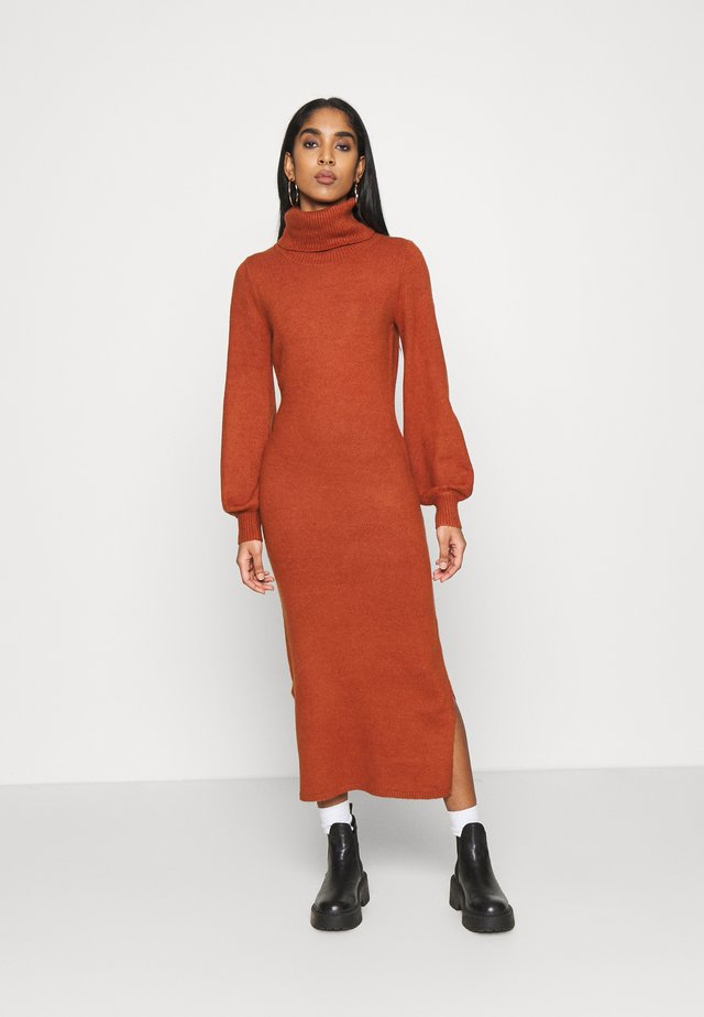 SLOUCHY DRESS WITH PUFF LONG SLEEVES  - Abito in maglia - rust
