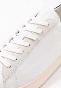 Clae - BRADLEY - Trainers - white/black - 5