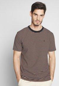 Scotch & Soda - T-shirt med print - combo - 0