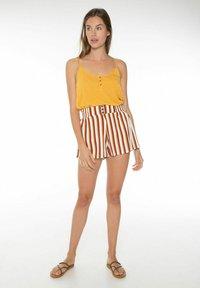 Protest - KIKI  - Shorts - brown/copper/off-white - 1