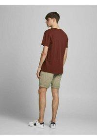 Jack & Jones - Shorts - crockery - 2