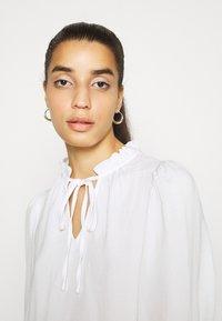 Vero Moda - VMWIGGA V NECK - Long sleeved top - bright white - 3