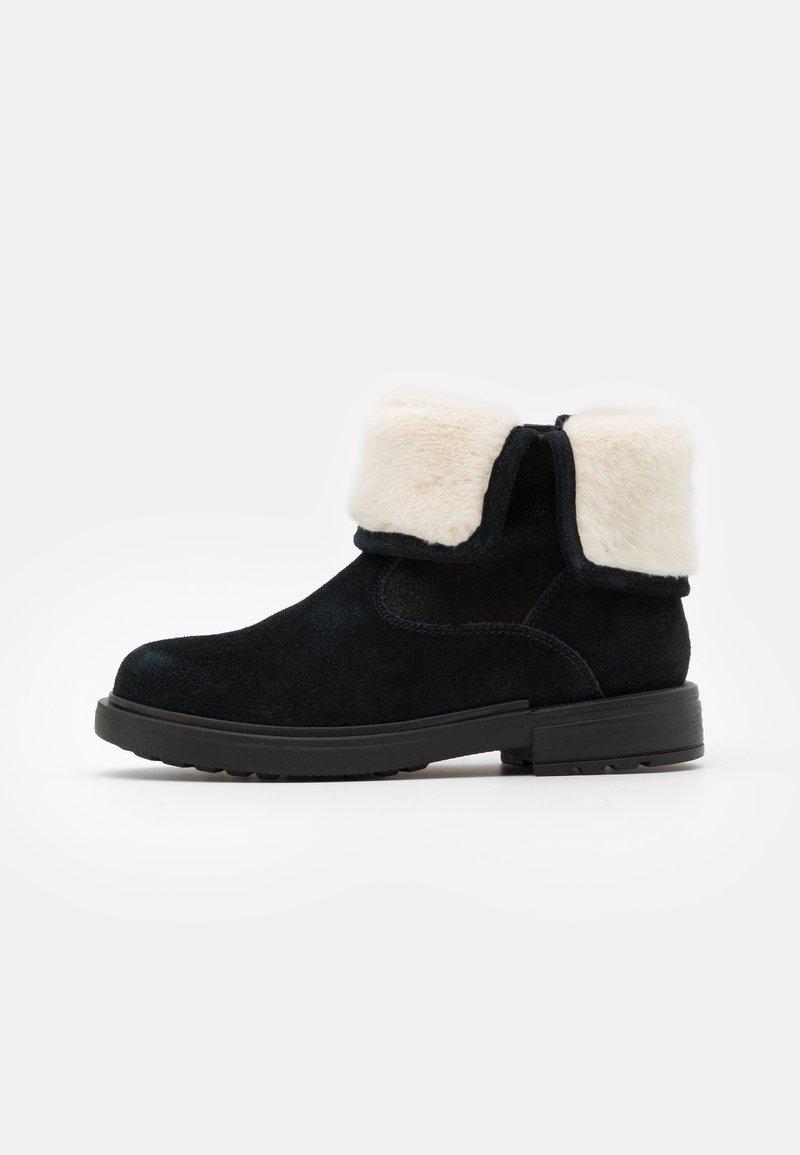 Geox - ECLAIR GIRL - Kotníkové boty - black