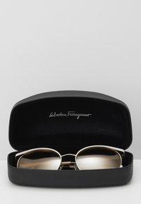 Salvatore Ferragamo - Sonnenbrille - ivory/gold-coloured - 2