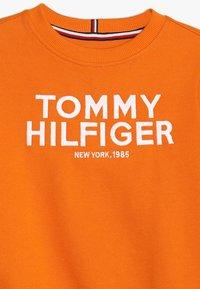 Tommy Hilfiger - LOGO - Collegepaita - orange - 4