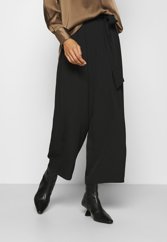 Wide cropped leg trousers with belt - Pantaloni - black