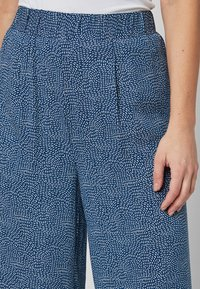 Next - NAVY PRINTED CULOTTES - Trousers - blue - 2