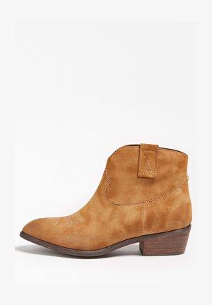 CAMPEROS-STIEFELETTE SIENNA VELOURSOPTIK - Classic ankle boots - hellbraun