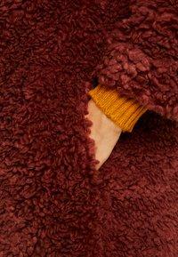 Vero Moda - VMSOPHIA  - Zimní kabát - madder brown - 5