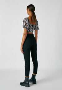 PULL&BEAR - Džíny Straight Fit - dark grey - 2