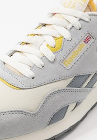Reebok Classic - Trainers - chalk/cold grey/utility yellow - 5