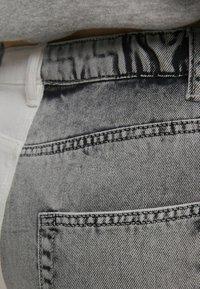 Bershka - IM MOM  - Jeans baggy - grey - 5