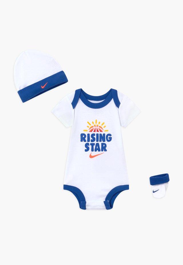 RISING STAR HAT BODYSUIT BOOTIE SET - Bonnet - white