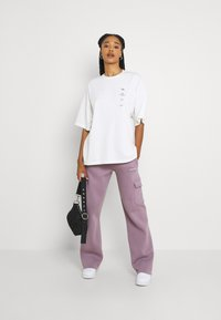 WRSTBHVR - GATY PANTS STONE LILAC WOMEN - Cargo trousers - stone lilac - 1