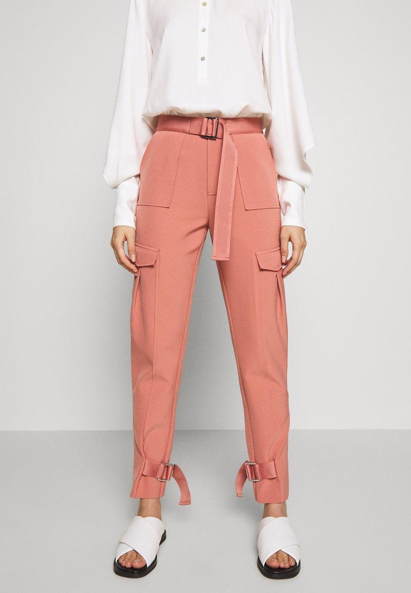 Holzweiler - SKUNK - Cargo trousers - dust pink