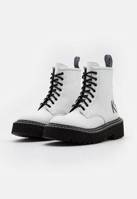 KARL LAGERFELD - PATROL II BRUSH LOGO HI LACE - Kotníkové boty na platformě - white - 2