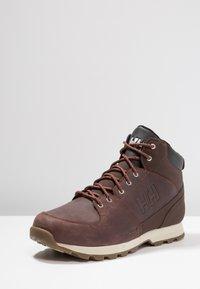 Helly Hansen - TSUGA - Trekking boots/ Trekking støvler - brunette/jet black/natura - 2