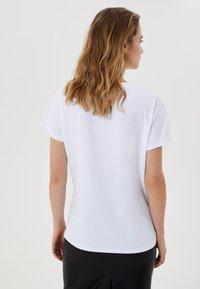 LIU JO - WITH JEWEL LOGO - T-shirt imprimé - white - 2