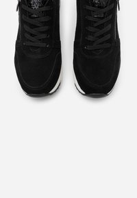 Marco Tozzi by Guido Maria Kretschmer - LACE-UP - Zapatillas - black - 5