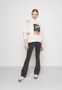 Monki - Sweatshirts - off-white - 1