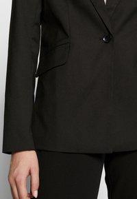 ONLY Tall - ONLCAROLINA WIN CHECK - Blazer - black - 5