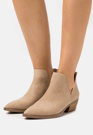 ZANDER - Ankle boots - sand