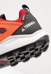 adidas Performance - TERREX AGRAVIC TR GTX - Obuwie do biegania Szlak - solar red/core black/grey two - 5