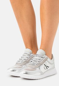 Calvin Klein Jeans - RUNNER LACEUP  - Trainers - silver mirror - 0