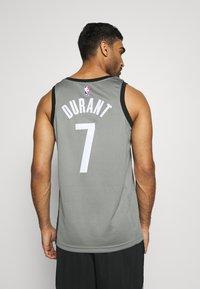 Nike Performance - NBA BROOKLYN NETS SWINGMAN JERSEY - Article de supporter - dark steel grey/black - 2
