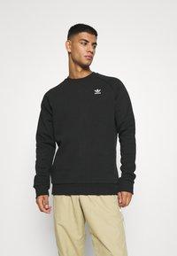 adidas Originals - ESSENTIAL CREW - Sudadera - black - 0