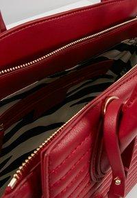 LIU JO - SATCHEL NERO - Sac à main - beauty red - 4