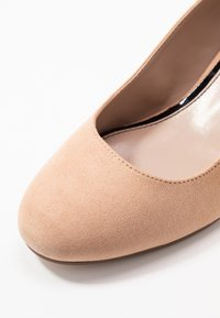 Miss Selfridge - CLEMENTINE ROUND TOE COURT - Avokkaat - blush/beige - 2