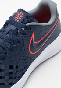 Nike Performance - STAR RUNNER 2 UNISEX - Neutral running shoes - midnight navy/bright crimson/smoke grey/black - 5