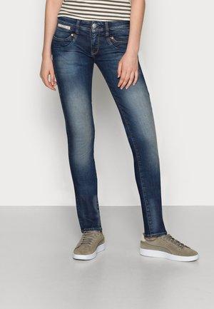 PIPER-SLIM-ORGANIC - Slim fit jeans - calm
