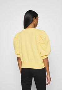 ONLY - ONLBALOU LIFE ONECK - T-shirt basic - sunshine - 2