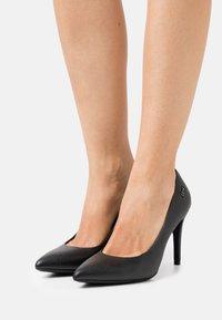 Liu Jo Jeans - VICKIE DÉCOLLETÉ  - Classic heels - black - 0