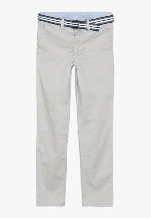 PREPPY BOTTOMS PANT - Chino kalhoty - light smoke