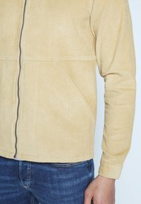 Another Influence - ZIP THROUGH - Camicia - brown - 5