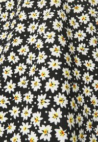 CAPSULE by Simply Be - OFF THE SHOULDER DAISY - Print T-shirt - black - 7