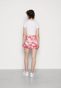 Jaded London - DOUBLE LAYER RUCHED SIDE SKIRT CHERRY DOT - Minigonna - red/ white - 2