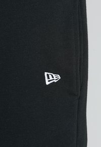 New Era - CORE - Tracksuit bottoms - black - 5