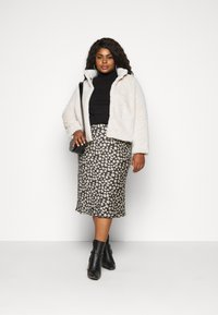 Vero Moda Curve - VMTHEA JACKET - Winter jacket - birch - 1
