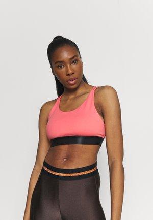 Sportovní podprsenky s lehkou oporou - pink