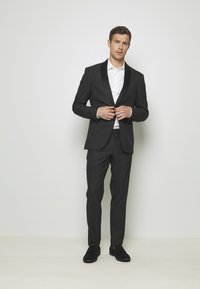 Isaac Dewhirst - RECYCLED TUX SLIM FIT - Completo - black - 1