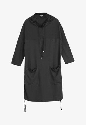 MIT ROLLKRAGEN - Day dress - schwarz