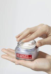 L'Oréal Paris - REVITALIFT FILLER TAG UND NACHT GESICHTSPFLEGE-SET - Skincare set - - - 3